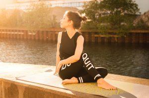 femeie meditand